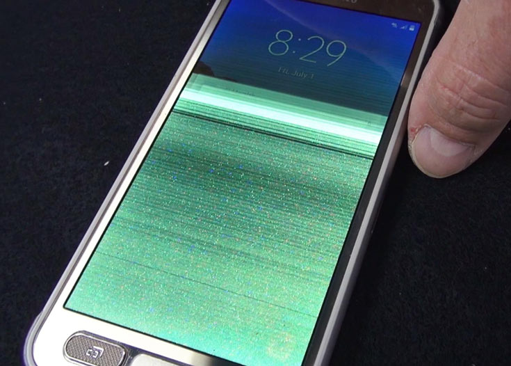 Компания Samsung подтвердила, что уже получала жалобы, связанные с водонепроницаемостью