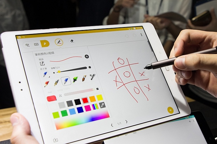 Планшет Asus ZenPad 3S 10 получил 4 ГБ ОЗУ