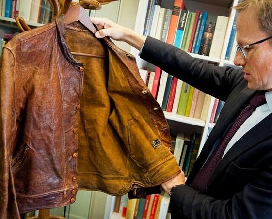 Кожаная куртка и карманные часы Альберта Эйнштейна проданы на аукционе примерно за полмиллиона долларов - 2