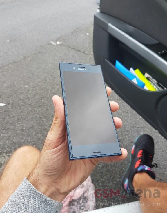 В оснащение смартфона Sony Xperia F8331 входит порт USB-C