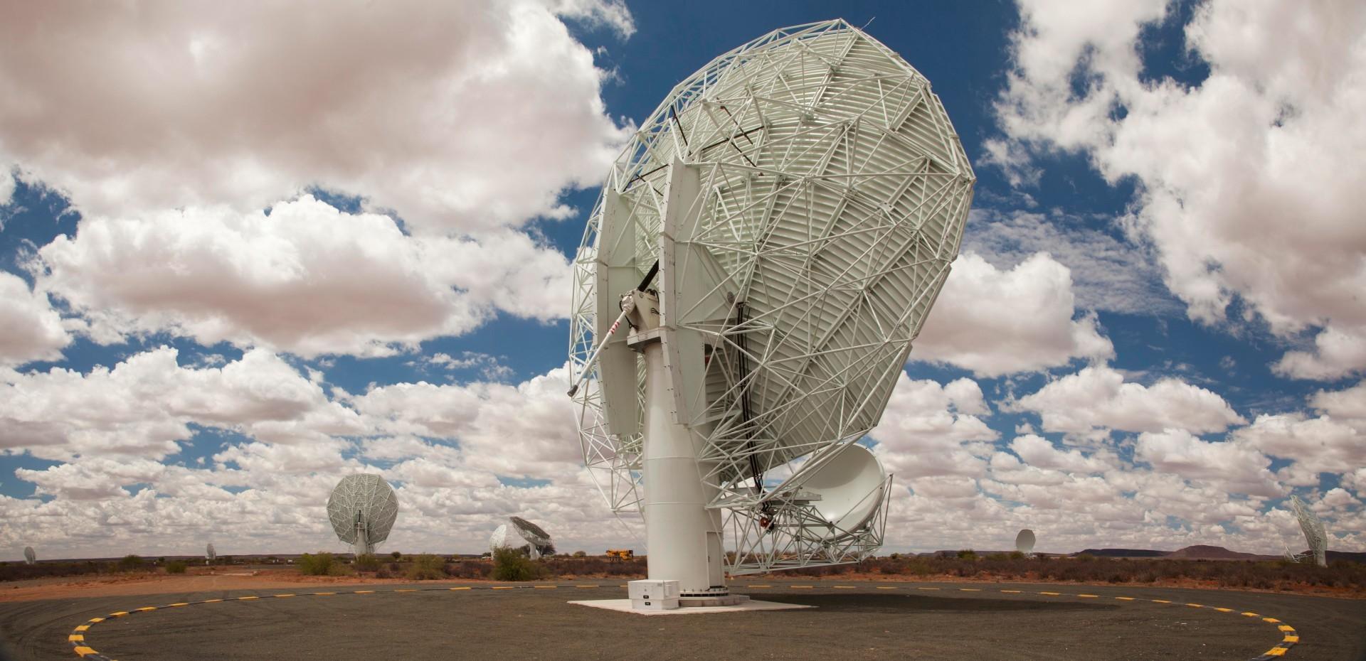 Крупнейший радиотелескоп MeerKAT запустили в тестовом режиме на четверть мощности - 8