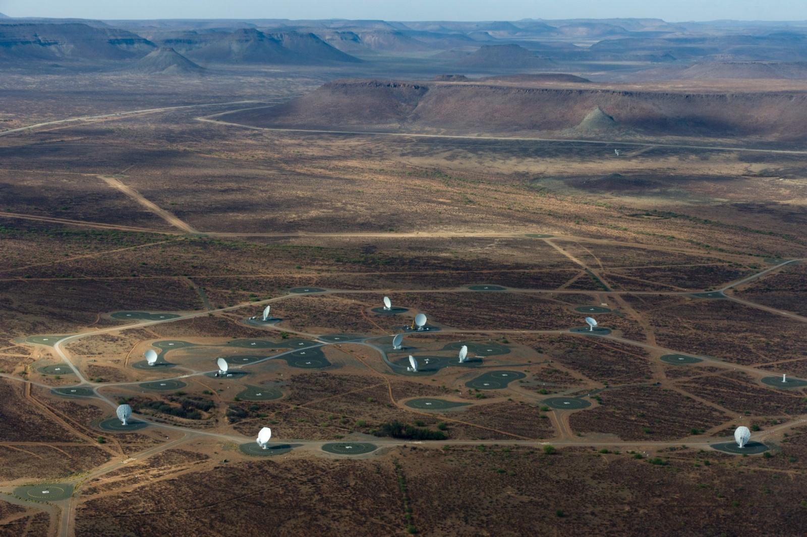 Крупнейший радиотелескоп MeerKAT запустили в тестовом режиме на четверть мощности - 1