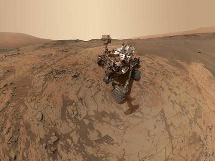 Первое в истории изображение Марса, сделанное космическим аппаратом, было раскрашено вручную. Почему? - 7