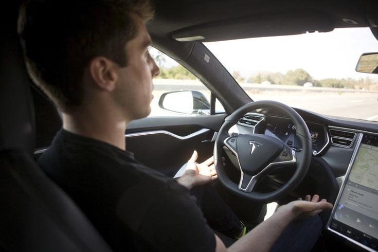 Автомобильный бизнес «не может ждать совершенства», внедряя автопилоты