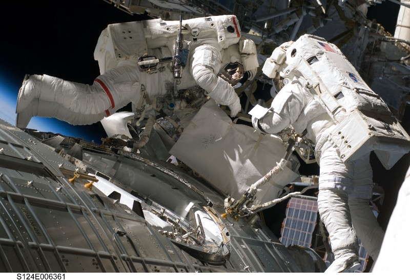 Спросите Итана №77: люди в космическом вакууме - 12
