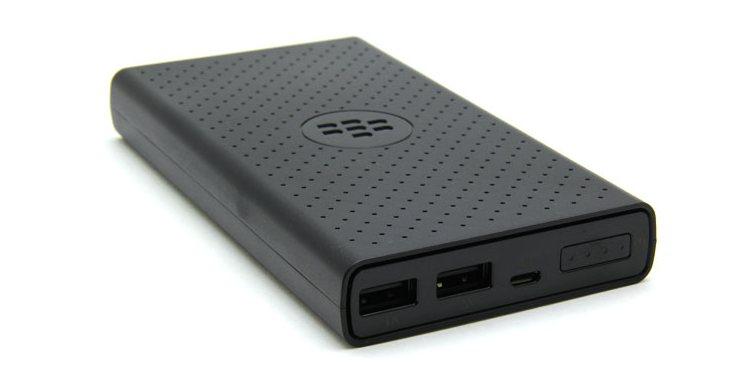 Смартфон BlackBerry DTEK50 выделяется отличной комплектацией