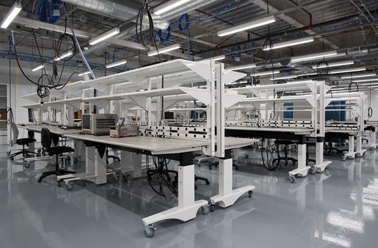 В центре установлено всевозможное оборудование для моделирования, создания прототипов и тестирования изделий