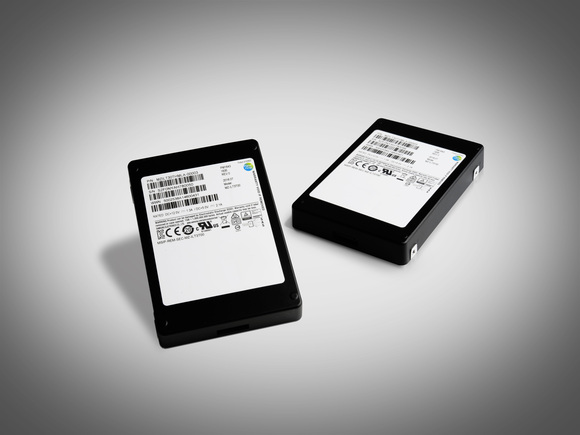 Samsung представил новый SSD-накопитель объемом в 32 ТБ - 1