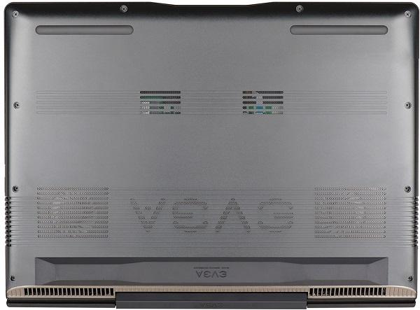 Ноутбук EVGA SC17 оснащен кнопкой Clear CMOS для обнуления результатов экспериментов