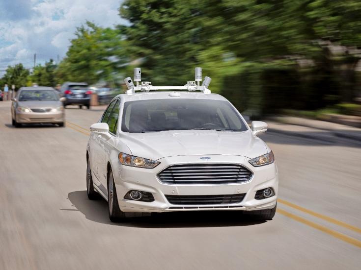 Ford решила начать покорять рынок беспилотных авто с сервисов такси