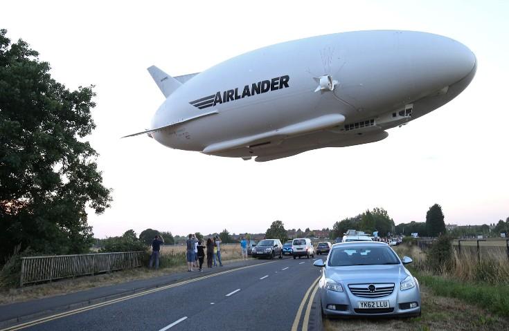 В Великобритании в небо поднялось самое крупное воздушное судно — Airlander 10 - 1