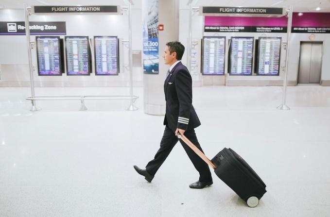 Marlon: чемодан, который зарядит телефон и сожмет одежду при упаковке - 1