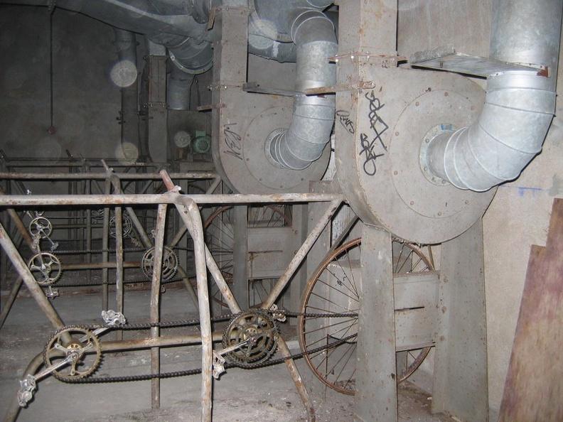 Ядерный бункер в Париже переоборудуют в дата-центр компании online.net - 2