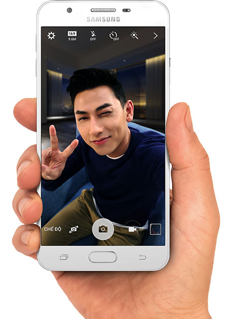 Смартфон Samsung Galaxy J7 Prime оснащен дисплеем размером 5,5 дюйма по диагонали