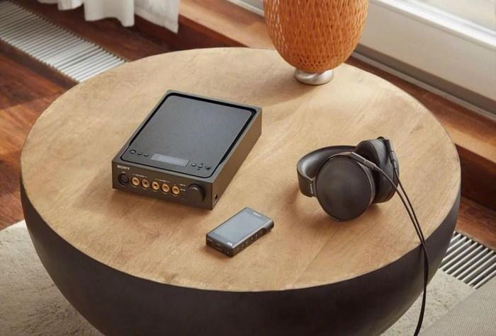 Sony представила золотой плеер NWM1Z Walkman за $3200 и наушники MDR-Z1R за $2300