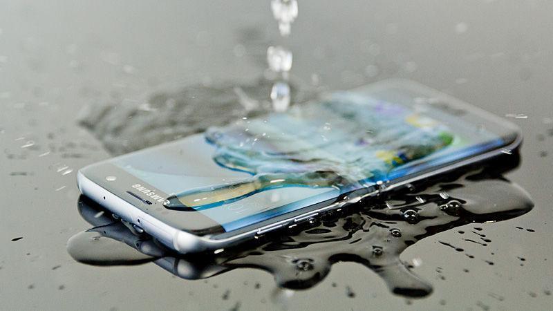 Инновации в деталях, или 4 альтернативы iPhone 7 - 5