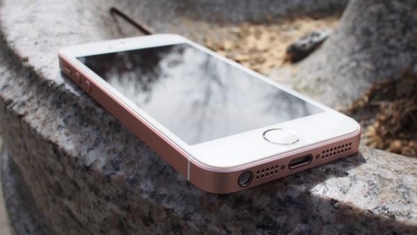 Тройка лидеров рынка смартфонов США представлена Apple iPhone 6s, Samsung Galaxy S7 и iPhone SE
