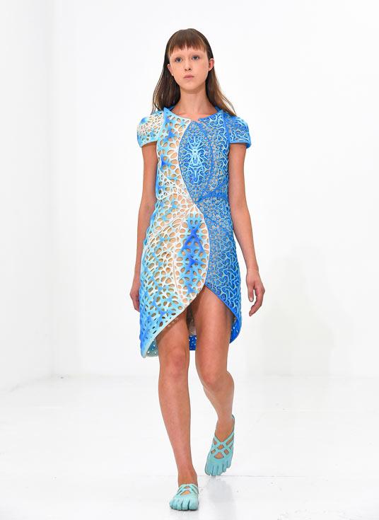 Платье Oscillation показали на неделе моды в Нью-Йорке компании Stratasys и threeASFOUR