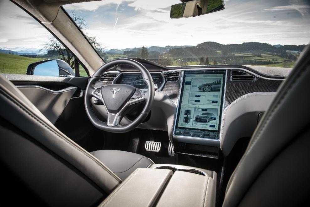 Хакеры взломали движущуюся Tesla Model S с 20 километров - 1