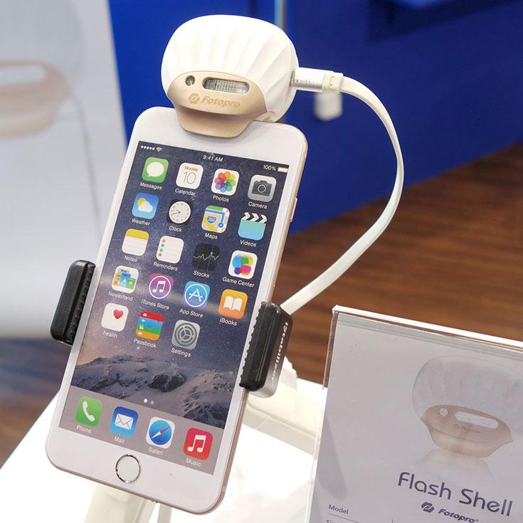 Без подзарядки аккумулятора вспышка Fotopro FS-X1 может сработать примерно 130 раз