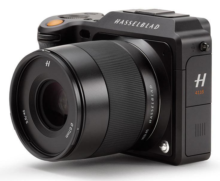 Помимо камеры в комплект входит кожаный кистевой ремешок для нее и объектив 45mm F3.5