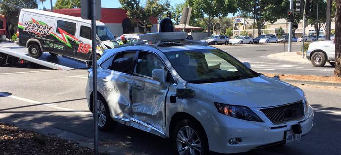 Самоуправляемый автомобиль Google попал в самое серьезное ДТП за несколько лет тестирования