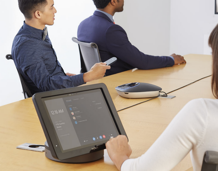 Logitech SmartDock — недешёвая док-станция для работы с сервисом Skype for Business, которая требует наличия планшета Surface Pro 4 - 1