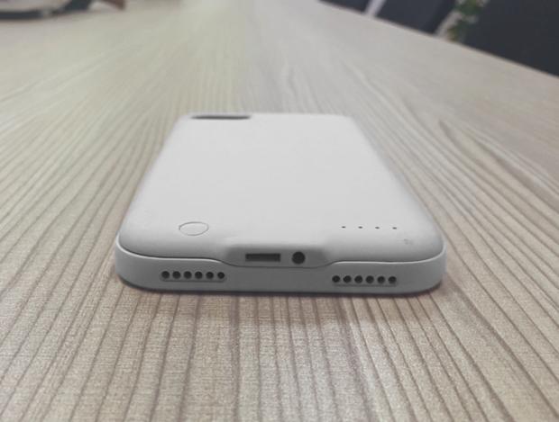 Чехол Fuze для iPhone 7 содержит разъем 3,5 мм и аккумулятор емкостью 2400 мА•ч