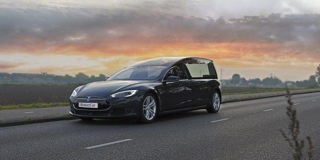 Электромобиль Tesla Model S переоборудовали под катафалк