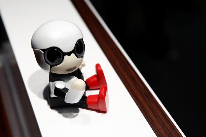 Робот Toyota Kirobo Mini призван затронуть материнский инстинкт