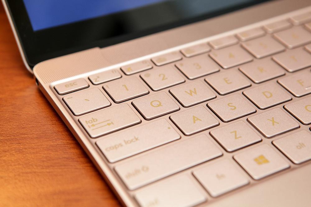 Обзор ультрабука ASUS ZenBook 3 - 18