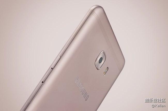 Смартфоны Samsung Galaxy C9 и C9 Pro выглядят интересно за счёт новых пластиковых вставок
