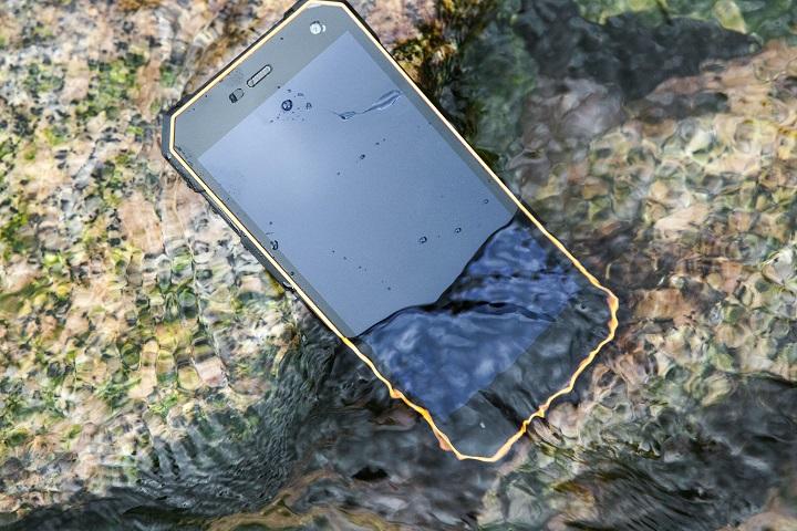 Смартфон Nomu S10 выдерживает падения с полутораметровой высоты