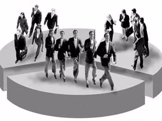 Люди обращают внимание на других в зависимости от социального класса, к которому принадлежат
