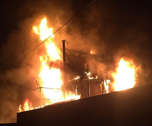 Смартфон Samsung Galaxy стал причиной пожара, который уничтожил трехэтажный дом