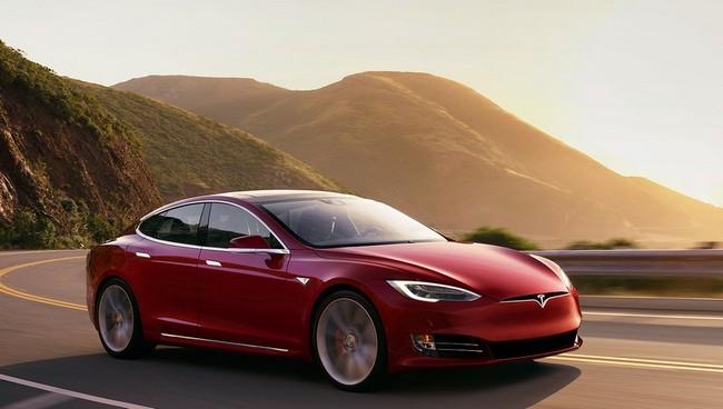 Все автомобили Tesla, включая младшую версию Model 3, будут оснащены автопилотом