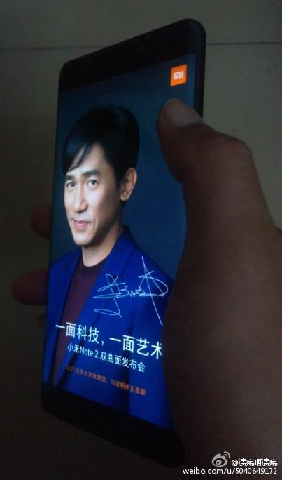 Фотографии смартфона Xiaomi Mi Note 2 демонстрируют изогнутый дисплей и подтверждают дату анонса
