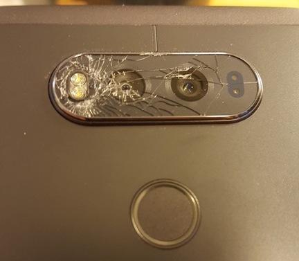Владельцы смартфон LG V20 сообщают об очень хрупком стекле, которое закрывает камеру
