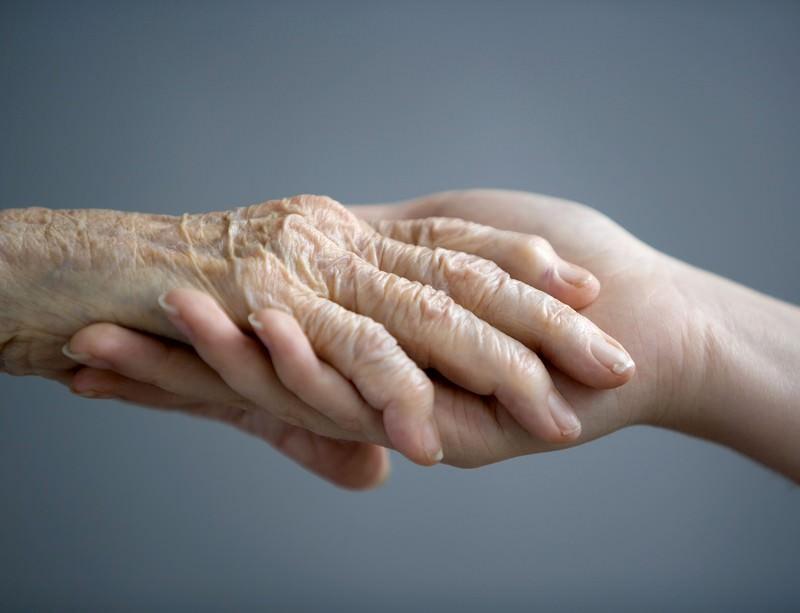 Кровь из хранилища не хуже свежей, а кровь молодых испытают на стариках - 1