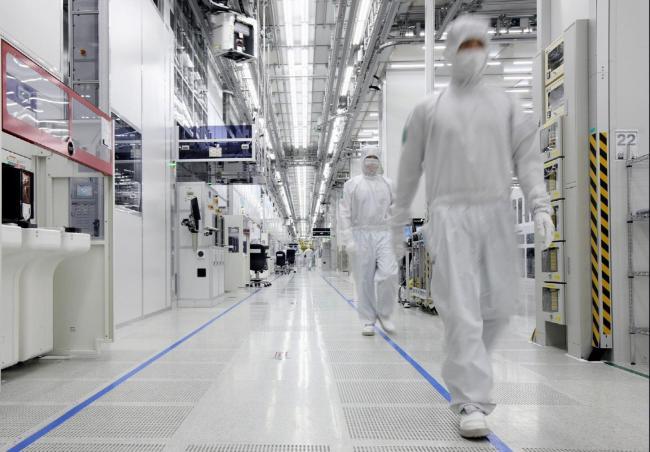 Samsung выделит большие средства на развитие полупроводникового и дисплейного бизнеса