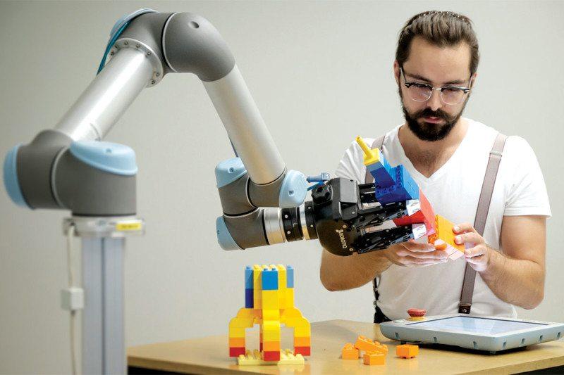 Робот научился играть в Lego, наблюдая за человеком - 1