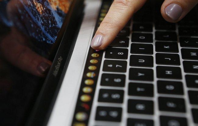 Сенсорный экран Touch Bar новых MacBook Pro при работе в ОС Windows будет отображать ряд функциональных клавиш