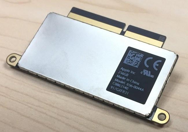 Вскрытие показало, что SSD младшей версии нового MacBook Pro можно заменить
