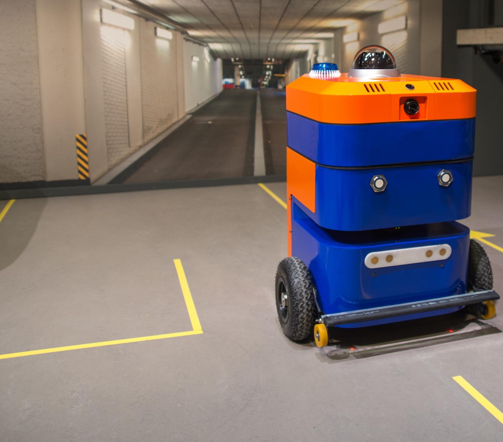 Китайский робот-охранник с электрошокером AnBot заступил в патруль - 6
