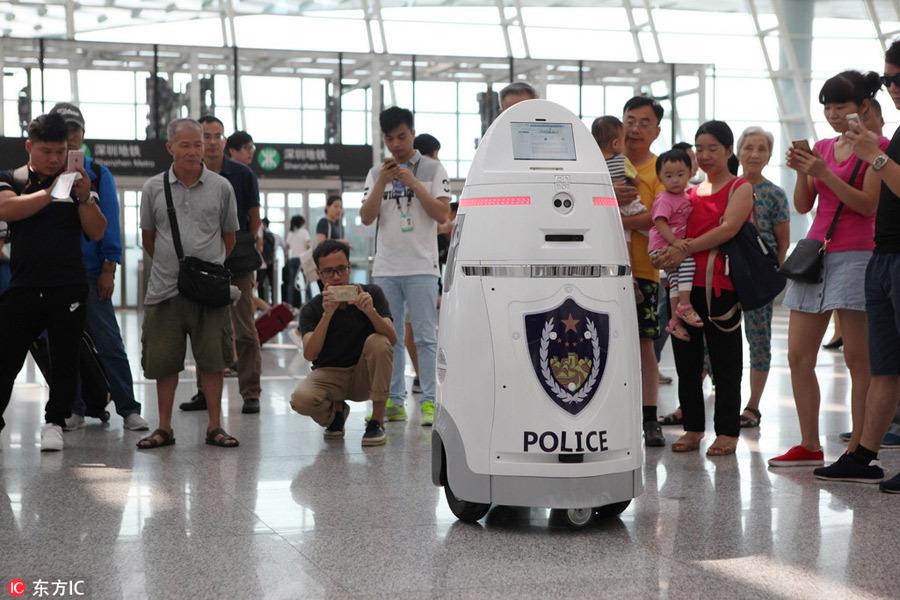 Китайский робот-охранник с электрошокером AnBot заступил в патруль - 1