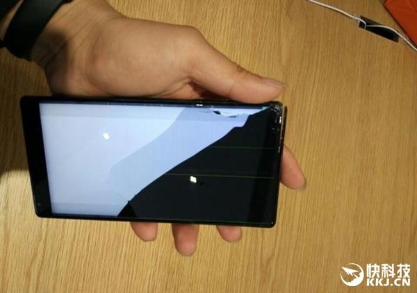 Смартфон Xiaomi Mi Mix, как и ожидалось, не способен выдерживать падения