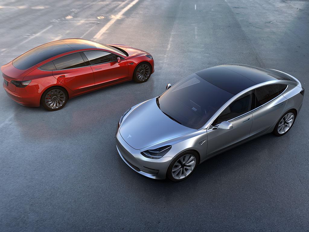 Tesla работает над стеклом для Model 3, которое может вырабатывать электричество - 1