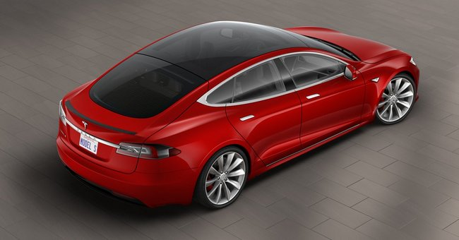 Электромобиль Tesla Model S теперь предлагается в версии со стеклянной крышей за дополнительные $1500