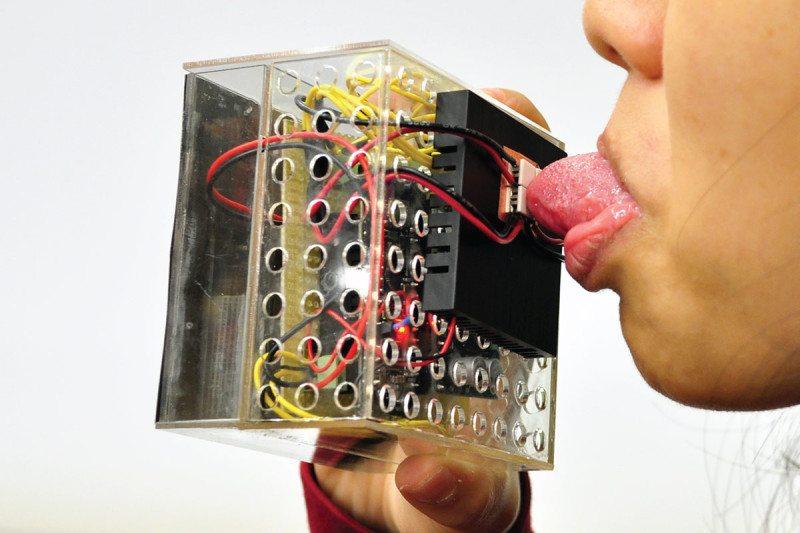 Лицевые электроды позволяют жевать и чувствовать вкус в виртуальной реальности - 2