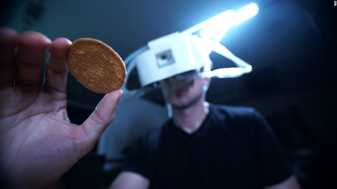 Лицевые электроды позволяют жевать и чувствовать вкус в виртуальной реальности - 1